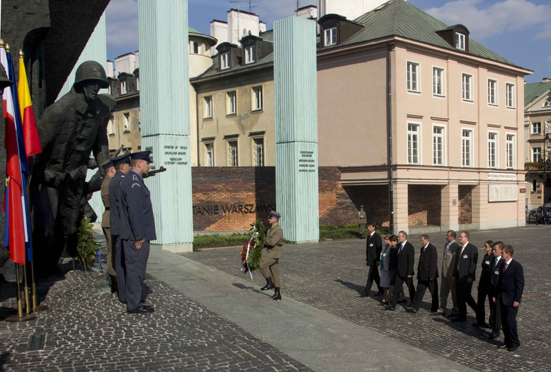 Laying wreaths at the Monument of Warsaw Uprising