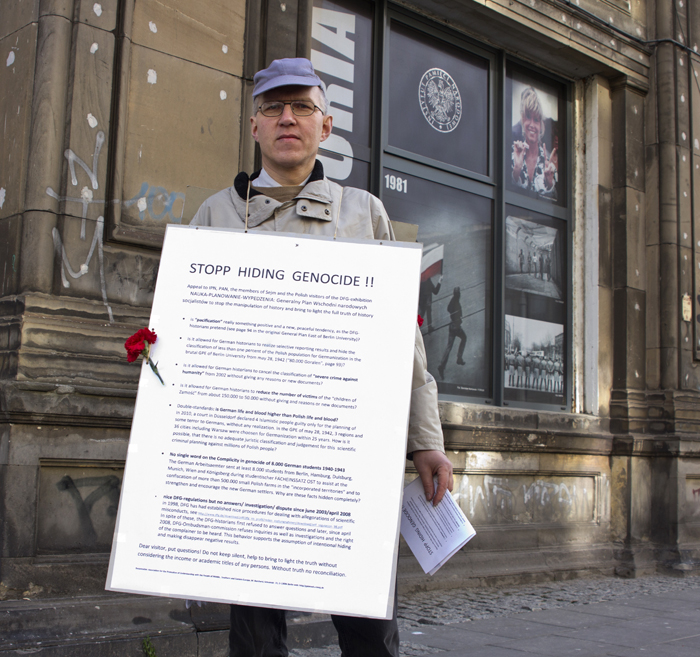 Matthias Burchard from Germany picketed the exhibition. He believes that the truth about the Nazi General Plan for the East, which was a crime against Poles, in Germany is still being concealed.