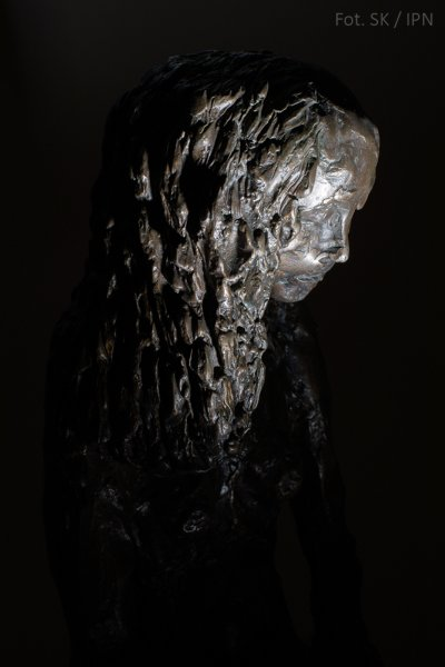 HOMAGE TO RUTH DORFMAN, BRONZE 2001
