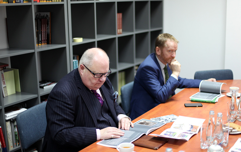 Sir Eric Pickles and Christopher Thompson from the British Embassy in Warsaw (fot. Marcin Jurkiewicz/IPN)