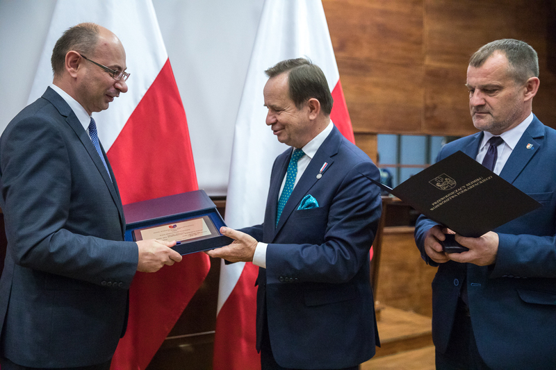 A distingtion of merit for the Podkarpackie Voivodeship awarded to Deputy President of the IPN Dr Mateusz Szpytma during the third National Summit of Poles Who Saved Jews during the Second World War – 18 October 2018, Rzeszów. Photos: Sławek Kasper (IPN)