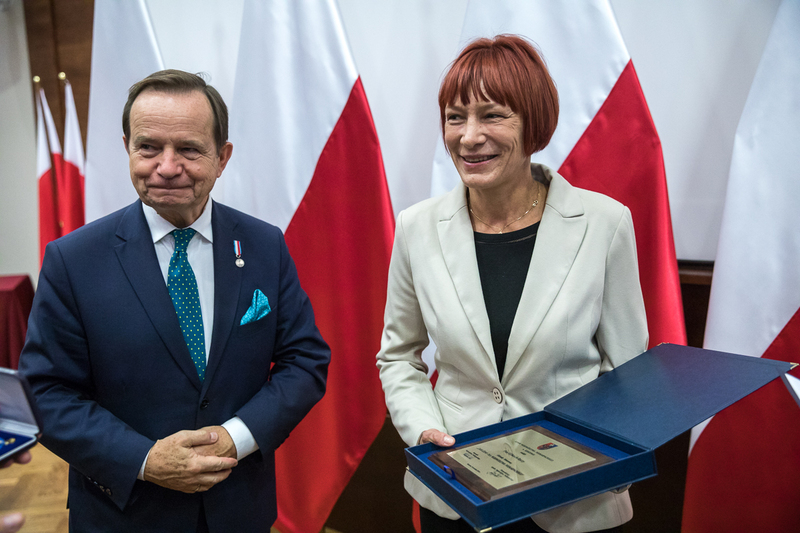 A distingtion of merit for the Podkarpackie Voivodeship awarded to Dr hab.Elżbieta Rączy (IPN Rzeszów) during the third National Summit of Poles Who Saved Jews during the Second World War – 18 October 2018, Rzeszów. Photos: Sławek Kasper (IPN) A distingtion of merit for the Podkarpackie Voivodeship awarded to Dr hab.Elżbieta Rączy (IPN Rzeszów) during the third National Summit of Poles Who Saved Jews during the Second World War – 18 October 2018, Rzeszów. Photos: Sławek Kasper (IPN)