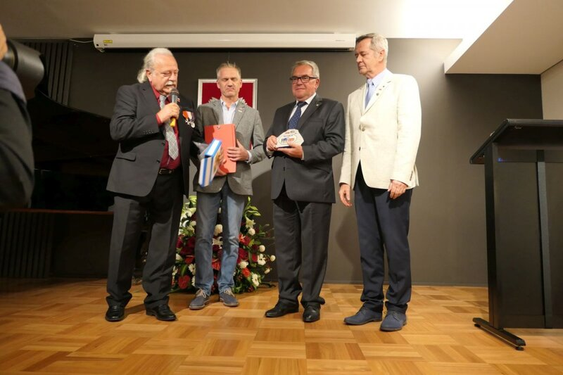 Deputy President Jan Baster received a commemorative Rally plaque from the organizers of the Katyn Rally 1940 - Smolensk 2010. Deputy President Jan Baster received a commemorative Rally plaque from the organizers of the Katyn Rally 1940 - Smolensk 2010.